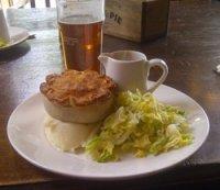 Favourite England recipes: A lunch of Pie and Mash | © essentially-england.com