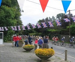 The 2008 Tour of Britain passes the Berkshire village of Hermitage