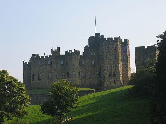 Northumberland Castle Tour: Alnwick Castle © essentially-england.com