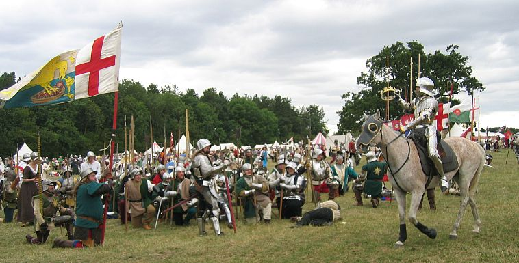 Henry VII is crowned at the Battle of Bosworth © essentially-england.com
