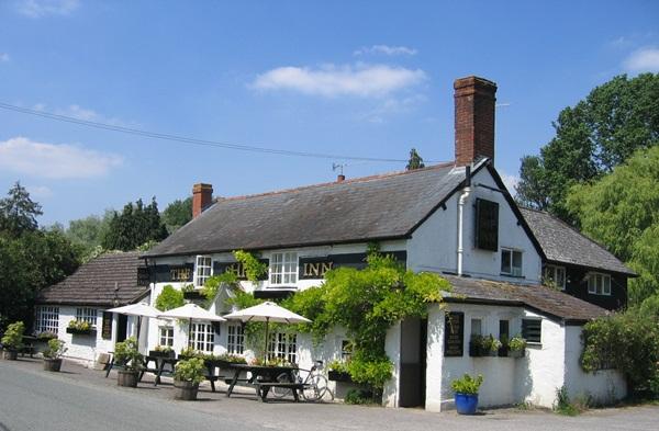 Beautiful Wiltshire Pub © essentially-england.com