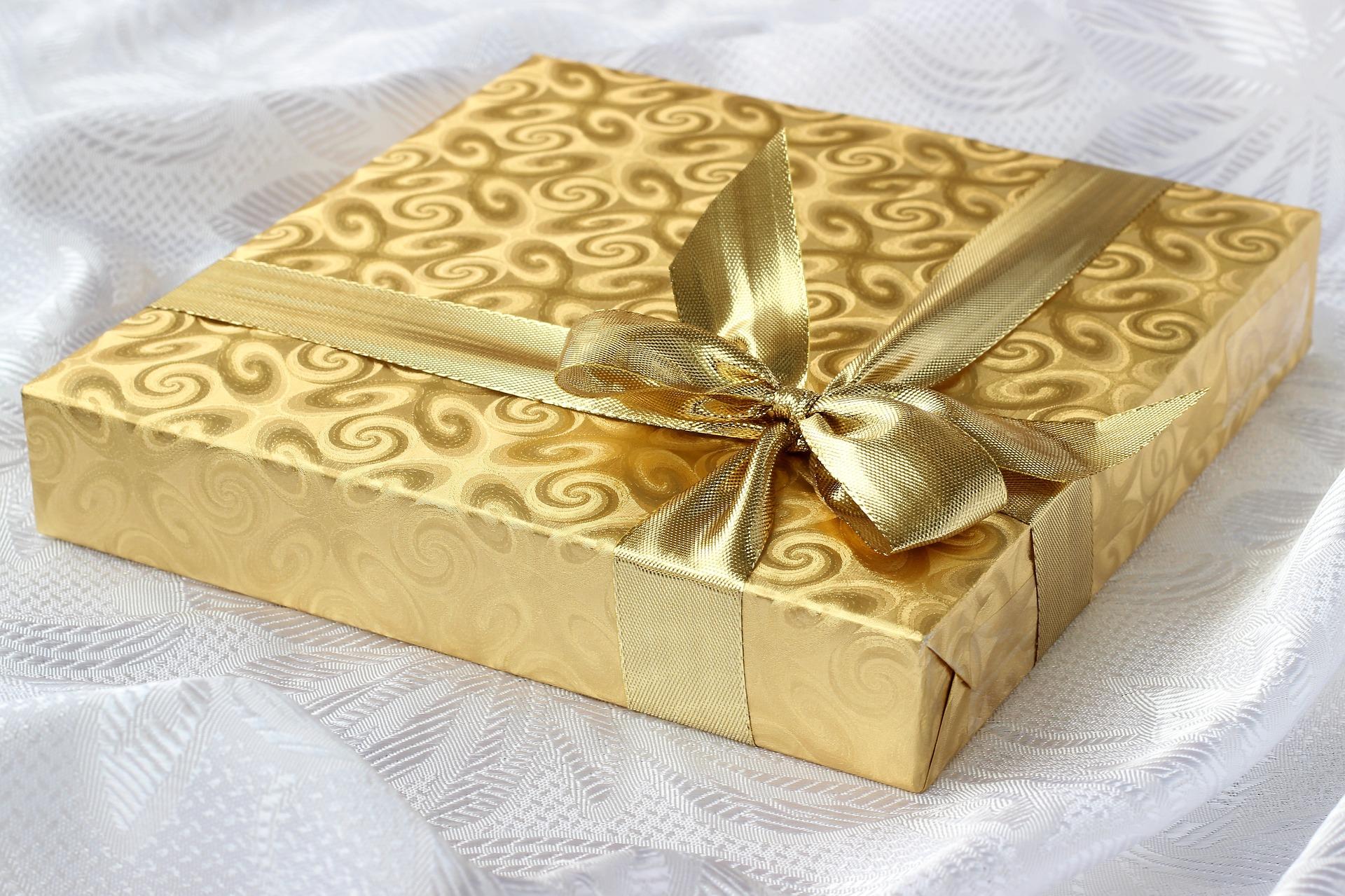 Christmas gift © JanDix   pixabay.com