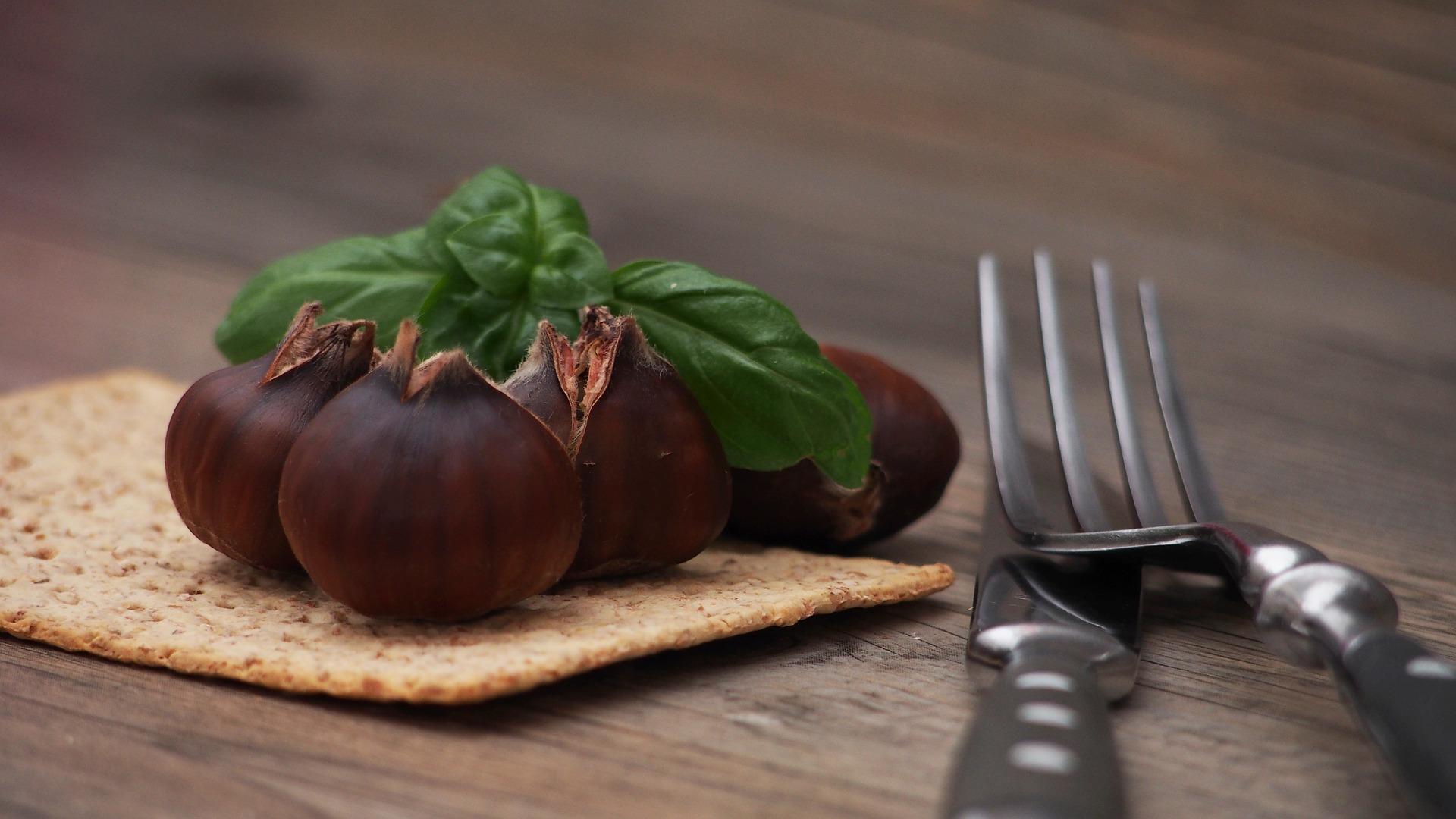 Roasted Chestnuts   Image Credit: Holgersfotografie pixabay.com
