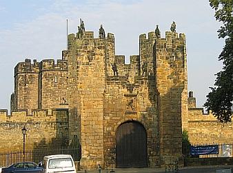 Alnwick Castle Gatehouse © essentially-england.com