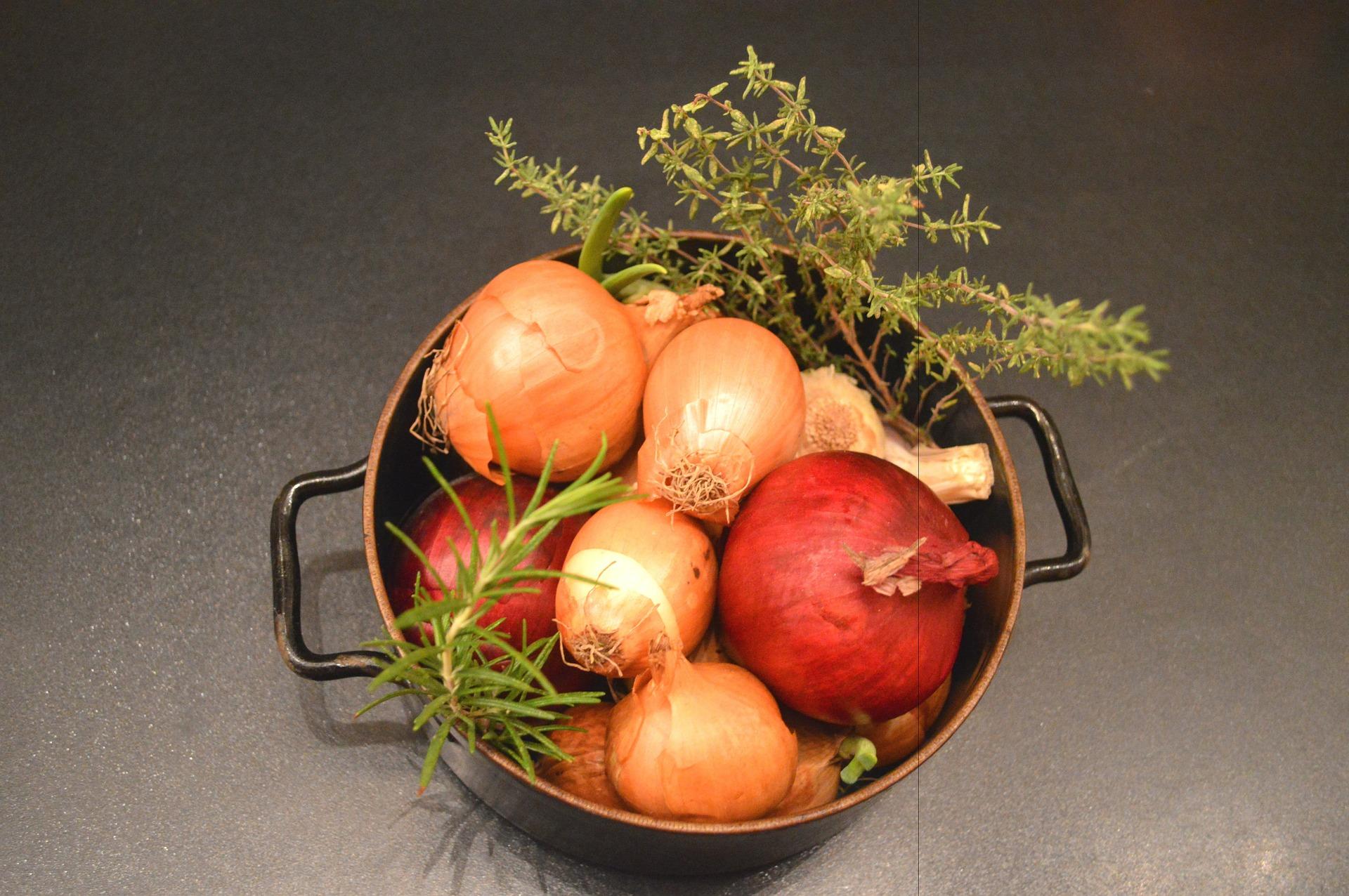 Thyme & Onions | sphaeroid pixabbay.com