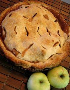 Traditional English Apple Pie © Crystal Woroniuk