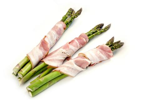 Asparagus wrapped in bacon | © Maxym022 dreamstime.com