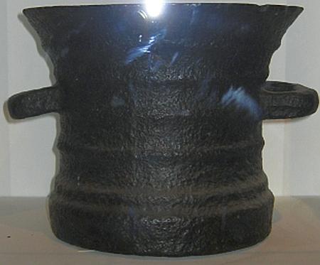 Coalbrookdale Cast Iron Pot © essentially-england.com