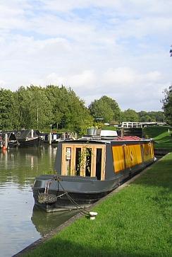 Narrowboat moored above Caen Hill Locks