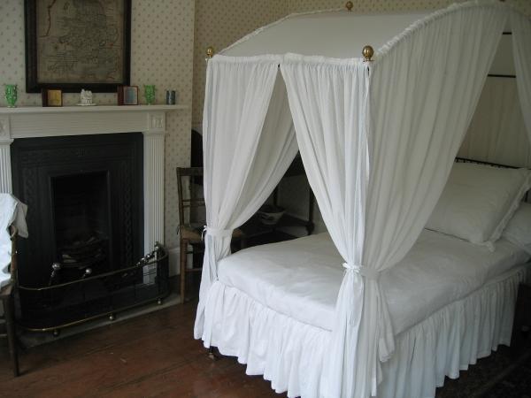 A Rosehill Bedroom © essentially-england.com